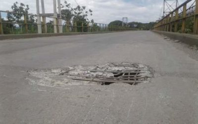 El puente está quebrado entre Zarzal y Roldanillo