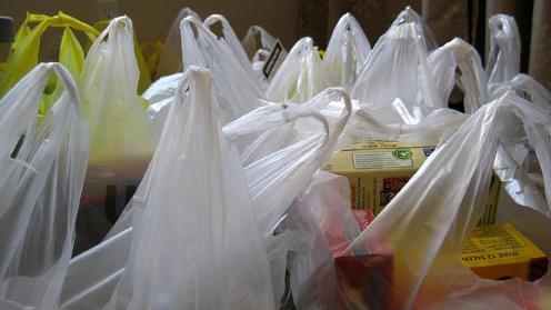 A pagar las bolsas plásticas que use